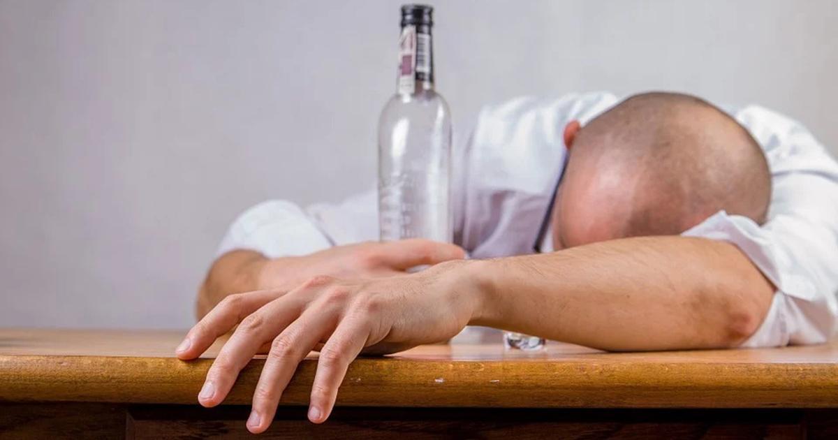 17 osób nie żyje, kilkadziesiąt trafiło do szpitala. Wszystko przez podrobiony alkohol.