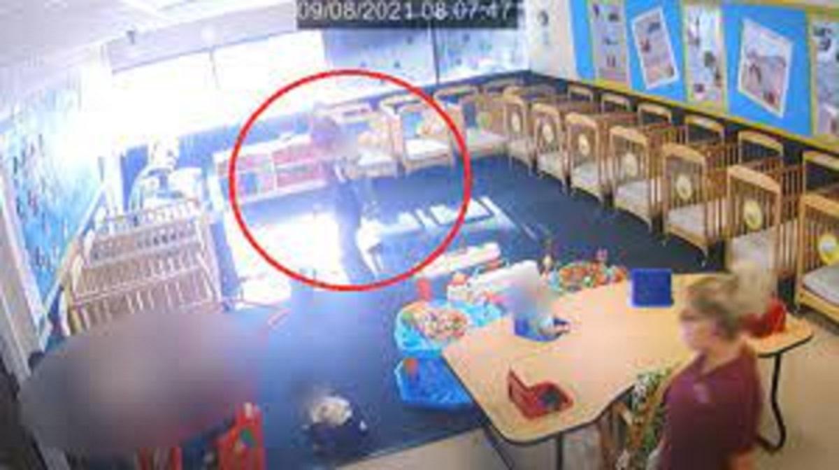 Przerażające nagranie ze żłobka. Opiekunka nie miała litości dla rocznego dziecka. Była okrutna.